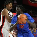 Florida basketball: Gorjok Gak out indefinitely with dislocated shoulder